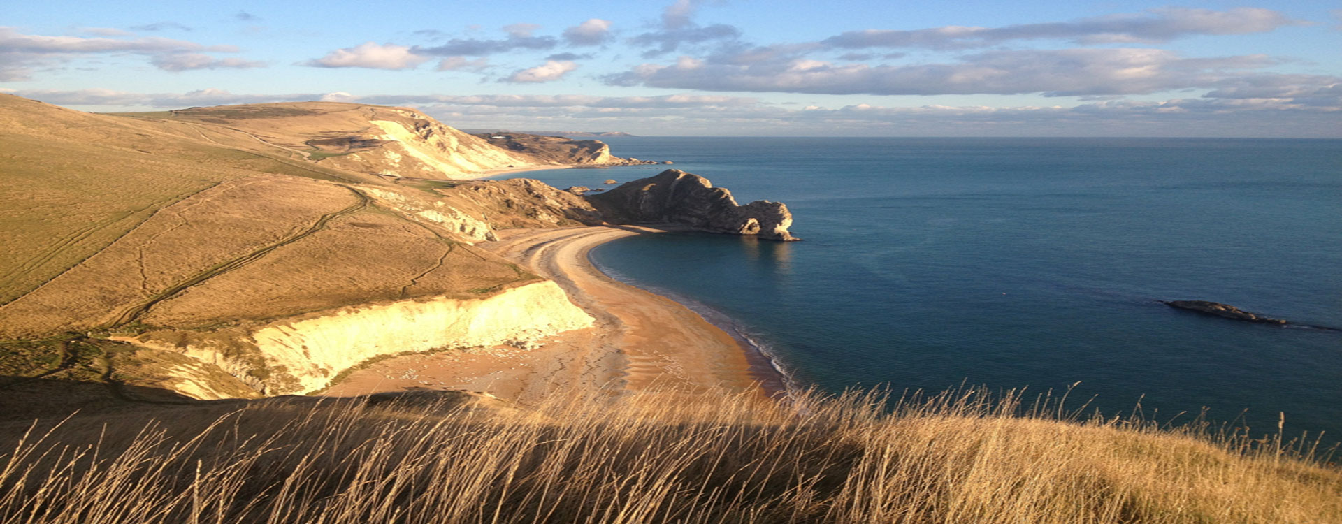 The Pink House is close to spectacular walking paths along the Jurassic Coast to Durdle Door and Lulworth Cove