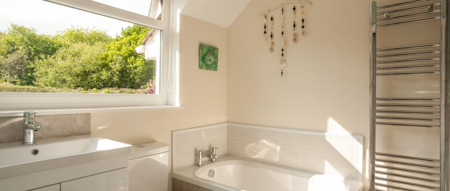 bathroom The Pink House Lulworth self catering accommodation Dorset